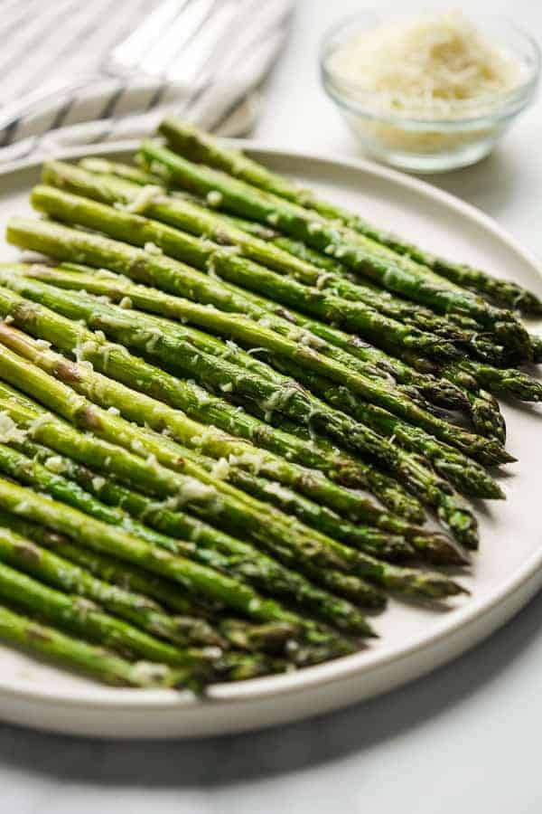 A plate of Easy Garlic Parmesan Asparagus