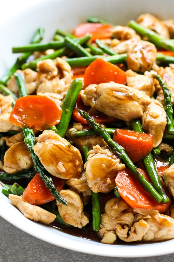 Chicken stir fried with asparagus and carrots