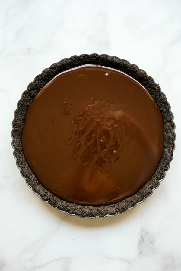Tart pan with Oreo crust and chocolate filling