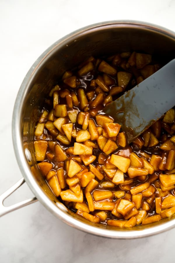 A pot of apple pie filling